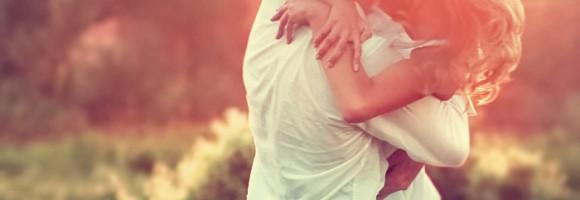 Da li je lojalnost oblik posvećenosti? Da li je iskrenost oblik integriteta? Da li postoji ijedna vrlina u ostavljanju partnera nakon 20 godina braka?